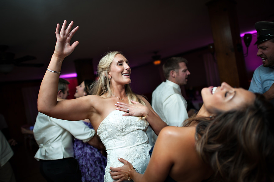 christine-steve-031-forest-house-lodge-foresthill-wedding-photographer-stout-photography