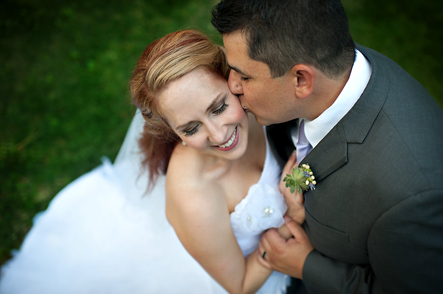 tammie-mike-025-forest-house-lodge-foresthill-wedding-photographer-stout-photography