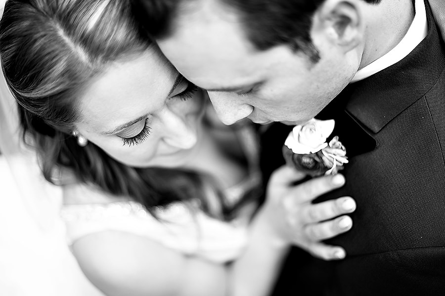 gina-zac-050-forest-house-lodge-foresthill-wedding-photographer-stout-photography
