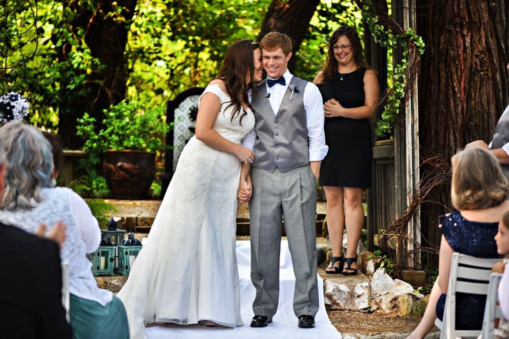Rachelle-Darby-30-Monte-Verde-Inn-Foresthill-Wedding-Photographer-Stout-Photography