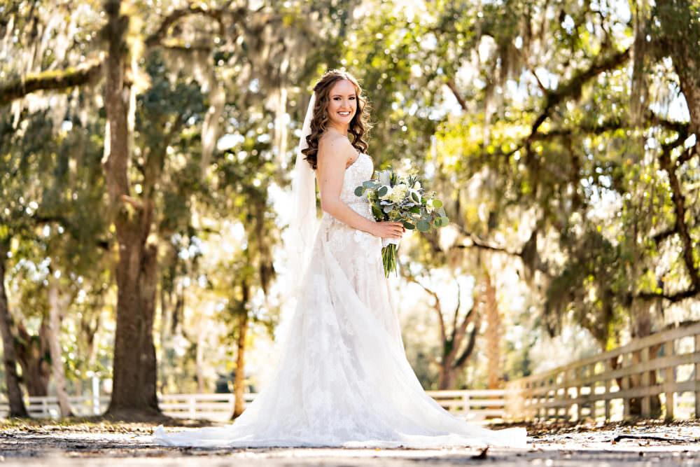 Amanda-Magnus-12-Chandler-Oaks-Jacksonville-Wedding-Photographer-Stout-Studios