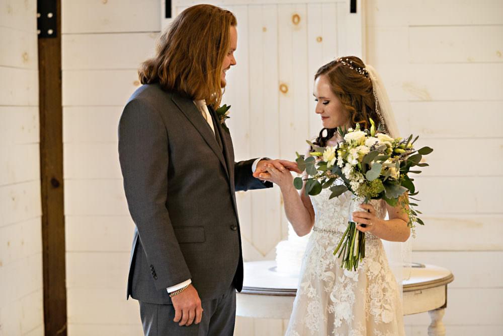 Amanda-Magnus-26-Chandler-Oaks-Jacksonville-Wedding-Photographer-Stout-Studios